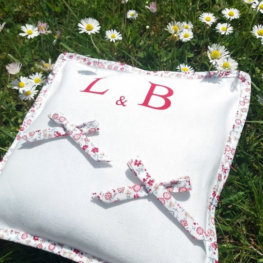 coussin-d-alliances-liberty-initiales-creation-francaise-lucy-jeanne-collection-